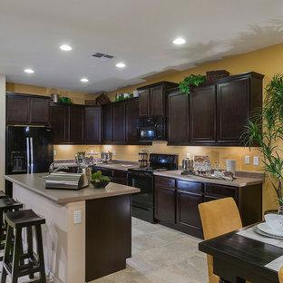 Kitchen - traditional kitchen idea in Baltimore