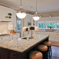 Traditional Kitchen by Dwellings