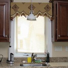 Traditional Kitchen by Stylish Views