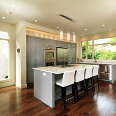 Modern Kitchen by Art House Developments