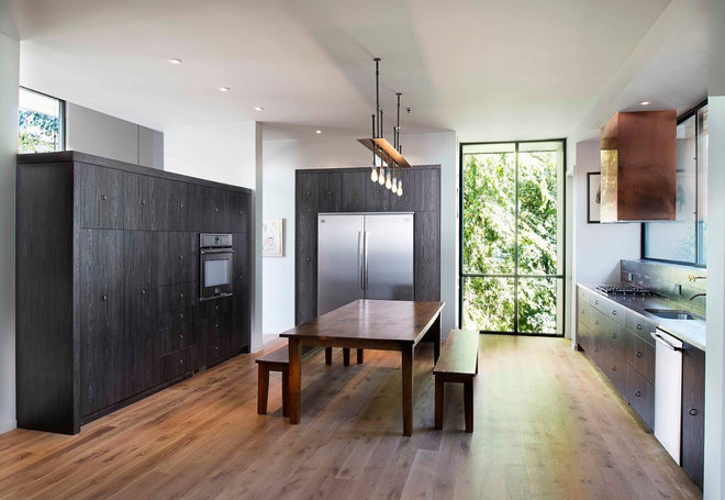 Contemporary Kitchen by West Architecture Studio