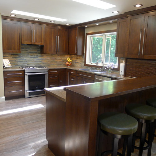Example Of A Classic U Shaped Enclosed Kitchen Design In Indianapolis With  A Drop