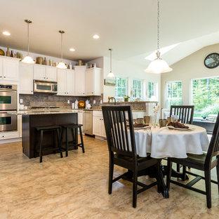 Idéer för att renovera ett stort vintage kök, med en dubbel diskho, granitbänkskiva, brunt stänkskydd, stänkskydd i cementkakel, rostfria vitvaror, linoleumgolv och en köksö