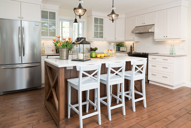 Beach Style Kitchen by Sonya Kinkade Design