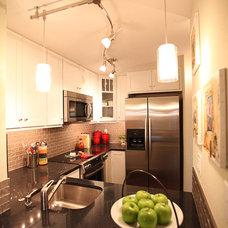 Modern Kitchen by Nip Tuck Remodeling