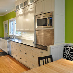 traditional kitchen by Lisa Wilson