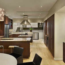 Modern Kitchen by Hanson General Contracting, Inc.