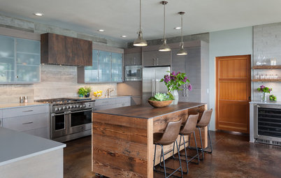 Cool Kitchen Island: Wrapped in Wood and Movable Too