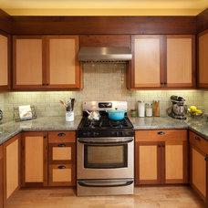 Traditional Kitchen by HEATHER TISSUE design