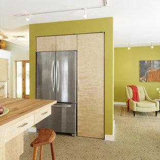 バーリントンのコンテンポラリースタイルのおしゃれなLDK (シルバーの調理設備の、木材カウンター) の写真