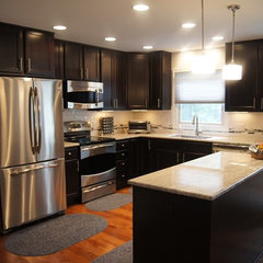 modern kitchen by greyHouse Inc.