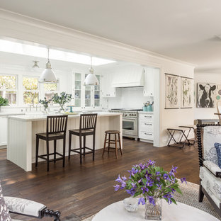 Mid-sized farmhouse kitchen ideas - Inspiration for a mid-sized farmhouse kitchen remodel in San Francisco