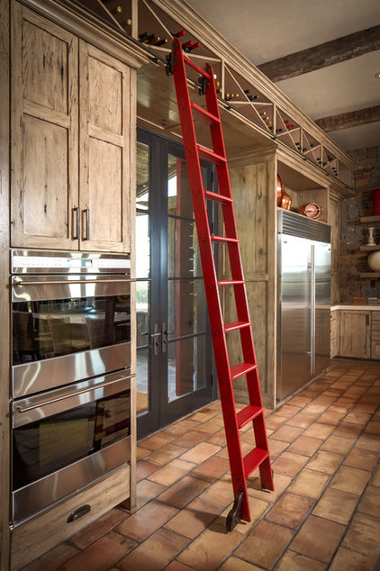 Rustic Kitchen by Thompson Custom Homes