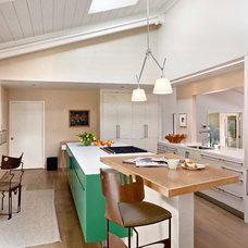 Midcentury Kitchen by Studio Schicketanz