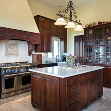 Traditional Kitchen by Leveland Homes