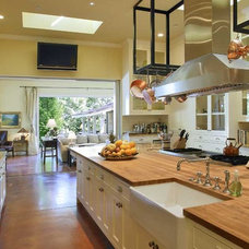 Modern Kitchen by JMA (Jim Murphy and Associates)
