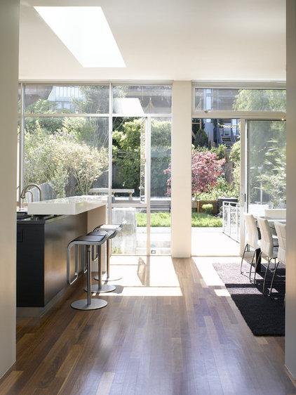 Modern Kitchen by Levy Art & Architecture