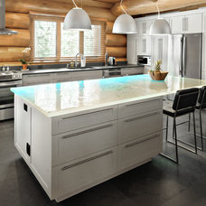 Contemporary Kitchen by Ovatio Photographie Inc