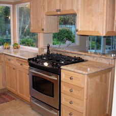 Traditional Kitchen by Nancy Evans, Allied ASID
