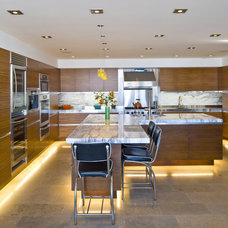 Modern Kitchen by JP3 Homes
