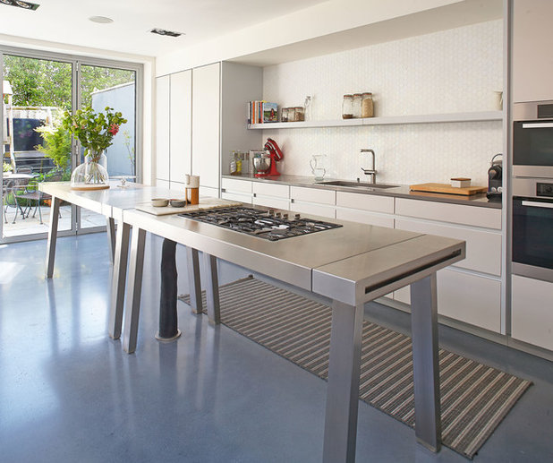 Houzz tour in ireland an edwardian house gets an elegant for Traditional kitchens ireland