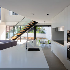 Modern Kitchen by Daniel Marshall Architect