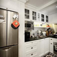 Kitchen by iZ interior design limited