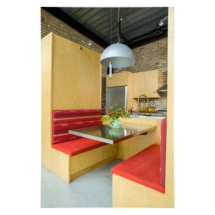 Esempio di una cucina abitabile industriale
