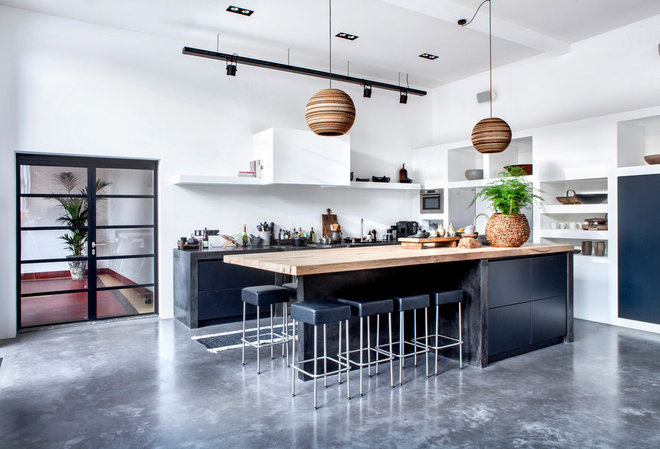 Industrial Kitchen by ATELIER SPACE