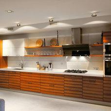 Modern Kitchen by Vyhodec Дизайн/Ремонт