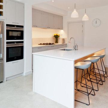 Rear Extension - Grey Handleless Kitchen