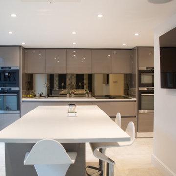 Rearrange display kitchen in glossy calm modern finish