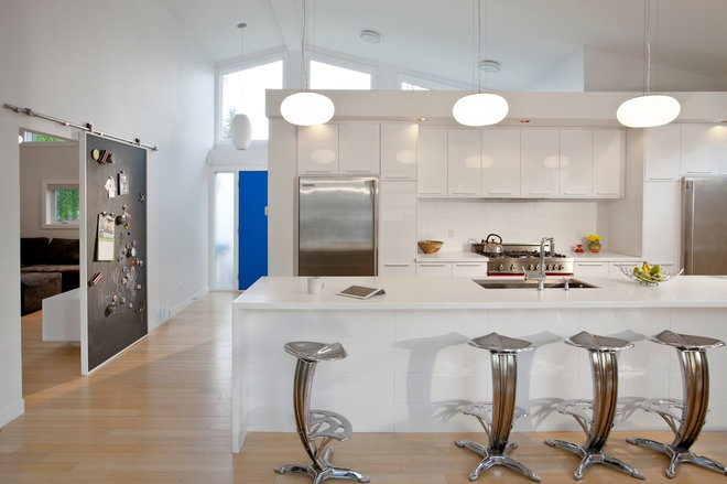 Modern Kitchen by rectangle design inc