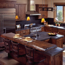Traditional Kitchen by Kitchenscapes