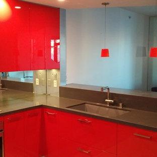 Cucina moderna con ante rosse : Foto e Idee per ...
