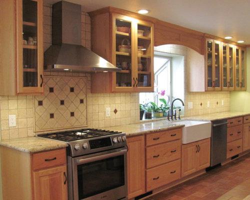cuisine avec une cr dence en travertin et un sol en carreau de terre cuite photos et id es. Black Bedroom Furniture Sets. Home Design Ideas