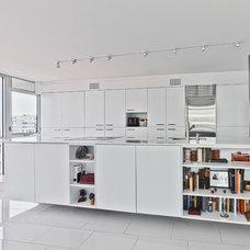 Modern Kitchen by Kariouk Associates