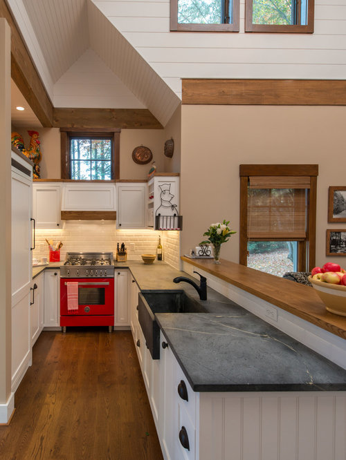 Small kitchen peninsulas houzz for Houzz small kitchens
