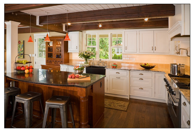 Traditional Kitchen by collaborative interiors