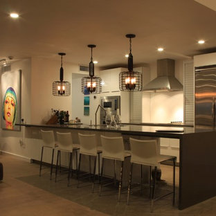 Contemporary kitchen ideas - Example of a trendy kitchen design in Phoenix