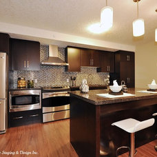 Contemporary Kitchen by Rooms in Bloom Home Staging & Design Inc.