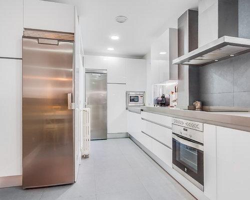 Ideas para cocinas fotos de cocinas con suelo de for Cocinas angostas y largas