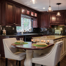 Traditional Kitchen by Synergy Builders Inc.