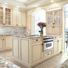 Traditional Kitchen by regency designs