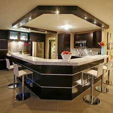 Modern Kitchen by InsideStyle Home and Design