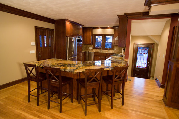 Traditional Kitchen by KRT Construction