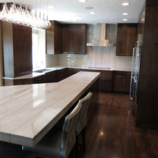 Modern Kitchen by KRT Construction
