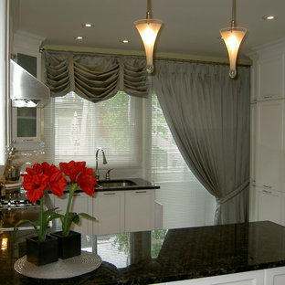 Kitchen - traditional kitchen idea in Montreal