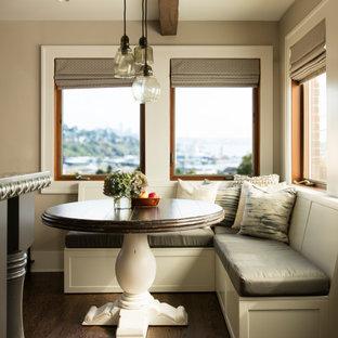 Inspiration för ett amerikanskt grå grått kök och matrum, med en undermonterad diskho, luckor med infälld panel, grå skåp, bänkskiva i zink, flerfärgad stänkskydd, stänkskydd i porslinskakel, rostfria vitvaror, ljust trägolv, en köksö och brunt golv