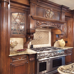 75 Most Popular Traditional Kitchen with Dark Wood ...
